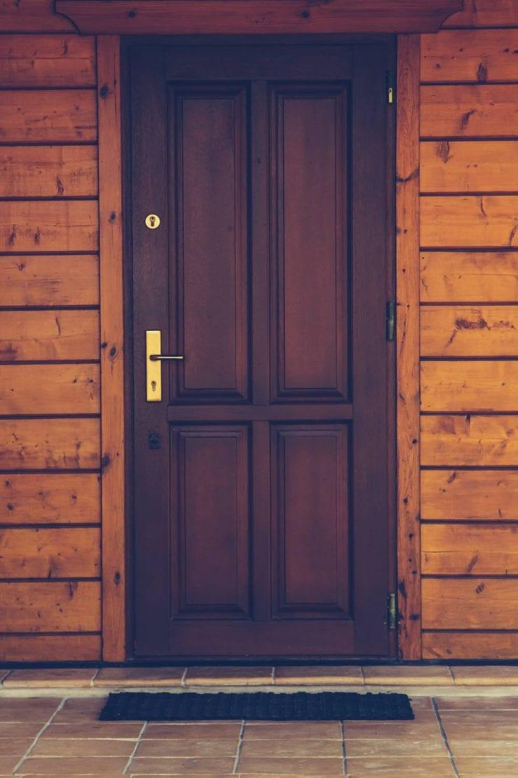 Drzwi zewnętrzne - najtańsze czy antywłamaniowe? Jakie wybrać?